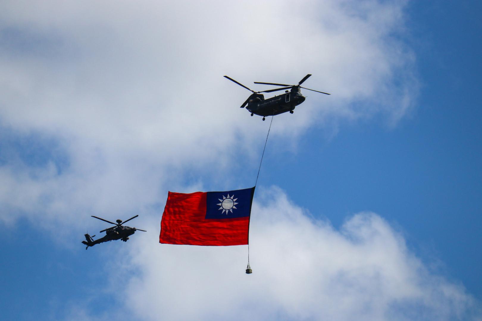 雙十圖輯》吊掛歷年最大國旗 蔡英文:維持現狀就是我們的主張