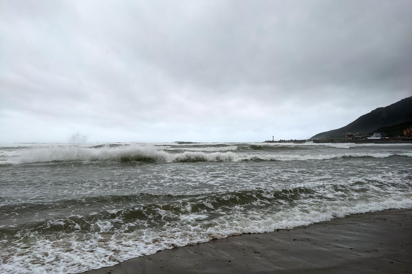 【觀點】張景泓/南澳海蝕洞受困事件:氣象判讀與沙灘行車技巧