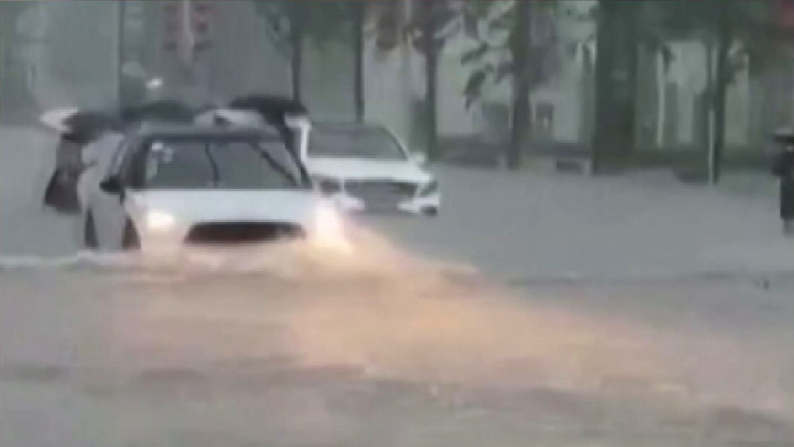 Mưa lũ kinh hoàng tại Trịnh Châu khiến 25 người chết