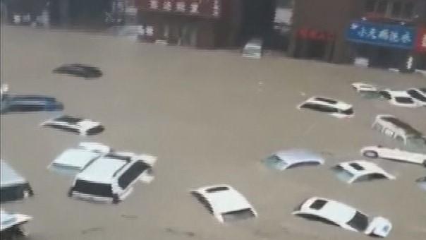 ฝนตกหนักเป็นประวัติการณ์ถล่มเจิ้งโจวที่จีน น้ำท่วมรถไฟใต้ดิน ดับ 25 คน